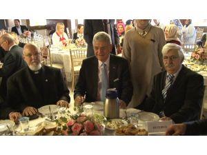 Ab Bakanı Farklı Dini Grupların Temsilcileriyle Görüştü
