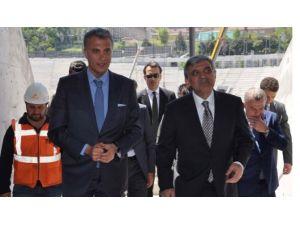 Abdullah Gül Stadı Öve Öve Bitiremedi