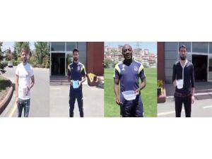 F.bahçe Ülker'i Futbolcular Su Dökerek Uğurladı