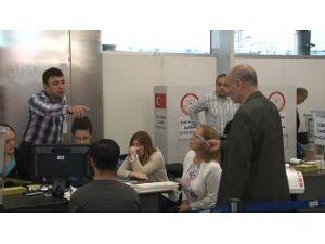 Atatürk Havalimanı'ında Oy Verme İşlemi Başladı