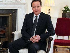 Cameron'un Partisi Tek Başına İktidar !