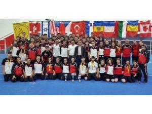 Yıldız Ve Genç Güreşçilerden 14 Madalya