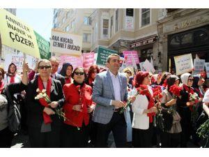 Türkiye'nin Anneleri İstiklal'de Yürüdü