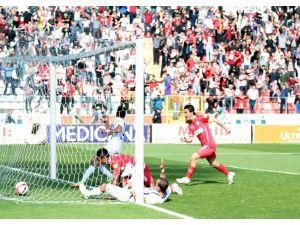 8 Gollü Maçın Galibi Samsunspor