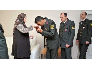 Tsk'dan 4 Oğlu Da Asker Olan Anneye Sürpriz