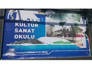 Diyarbakır'da Mhp'nin Afişleri Tahrip Edildi