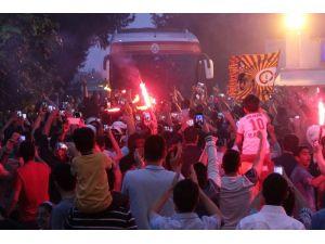 G.saray Kafilesi Adana'da