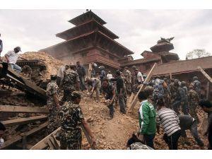Nepal'de Bir Şiddetli Deprem Daha