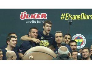 Fenerbahçe Ülker'e Efsane Uğurlama