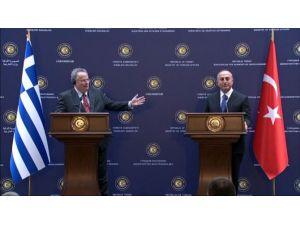 Dışişleri Bakanı Yunan Mevkidaşıyla Kıbrıs'ı Görüştü