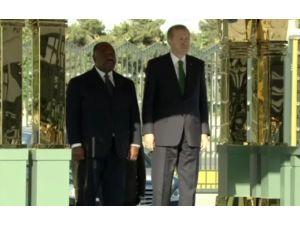 Gabon'lu Mevkidaşını Resmi Törenle Karşıladı