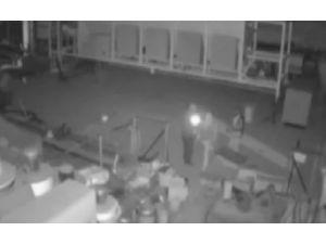 Sopalı Hırsızların Görüntüleri Kamerada