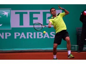 Marsel'e Nadal Çarptı