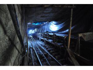 Madeni Su Bastı: 15 Kişi Mahsur
