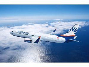 İzmir Uçağı Letonya'ya Acil İniş Yaptı