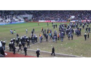 Play-off Maçı Sonrası Ortalık Savaş Alanına Döndü !