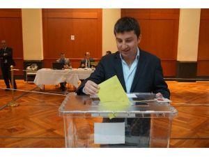 Abd'de Türk Seçmenler Oy Kullanmaya Başladı