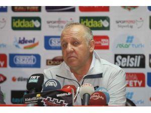 Galatasaray Teknik Direktörü Gibi: Şampiyonluğa En Yakın Takım Galatasaray