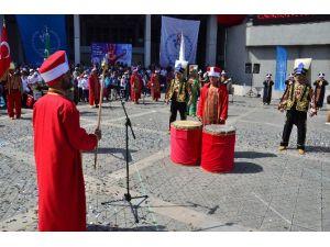 Gösteriye Çıkan Mehteran Takımı Tokmakları Unuttu