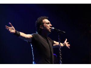 Adana'yı Şarkılarıyla Coşturdu