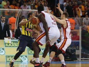 Fenerbahçe, Galatasaray'ı Yakaladı