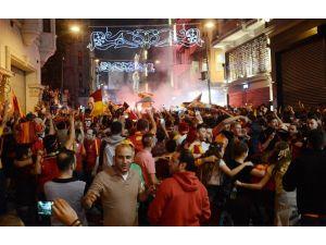 Taksim Sarı Kırmızı