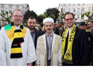 Din Adamları Borussia Dortmund İçin Dua Etti