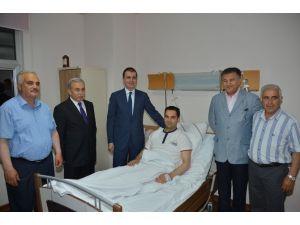 Bakan, Bıçaklanan Milletvekili Adayını Ziyaret Etti
