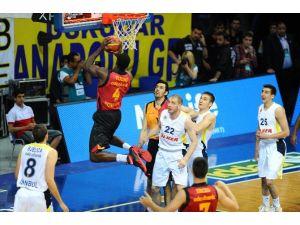 Fenerbahçe, Galatasaray'ı Yenerek Yarı Finale Yükseldi