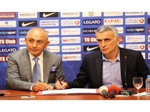 Trabzonspor'a 3 Yıllık İmzayı Attı