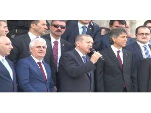 Erdoğan'a Cami Çıkışında Yoğun İlgi