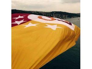 Boğaza Galatasaray Bayrağı