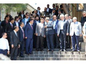 Başbakan Davutoğlu'na Büyük İlgi