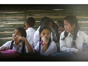 Nepal'da Okullar Açıldı