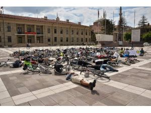 Bisiklet Kazalarına Ölerek Dikkat Çektiler