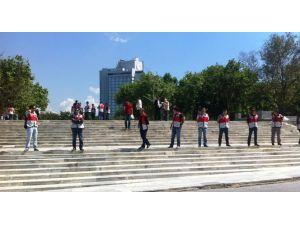 Taksim Meydanı Ve Gezi Parkı Açıldı