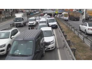 11 Araç Birbirine Girdi: İstanbul Trafiği Felç !