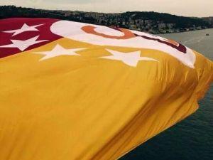 Fsm'deki Dev G.saray Bayrağı Yakılarak Denize Atıldı