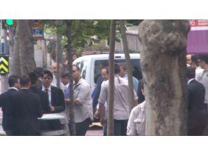 Başabakan Davutoğlu Erbakan'ın Kabrini Ziyaret Etti