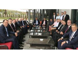 Demirören'den Cüneyt Çakır'a Moral Ziyareti