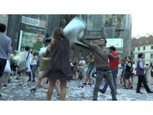 Viyana'da Çılgın Yastık Savaşı