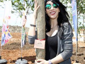 Hande Yener 'Yalancı Kızılderili Portakalı' Dikti