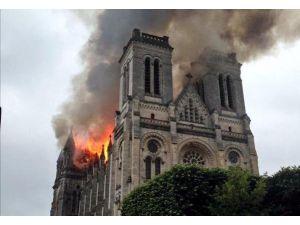 Aziz Donatien Bazilikası'nda Korkutan Yangın