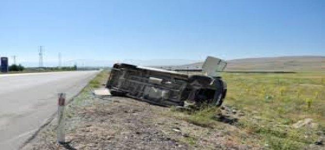 Minibüs devrildi!... 3 Ölü, 2 yaralı!