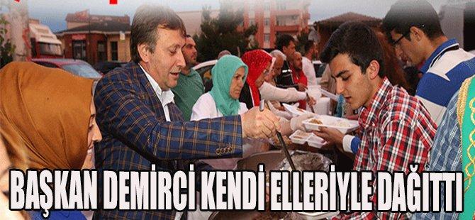 Başkan Demirci Kendi Elleriyle Dağıttı