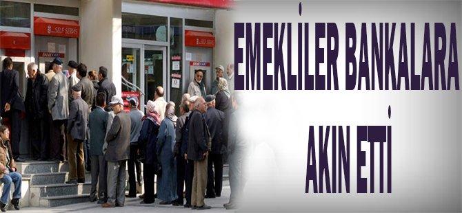 Emekliler bankalara akın etti