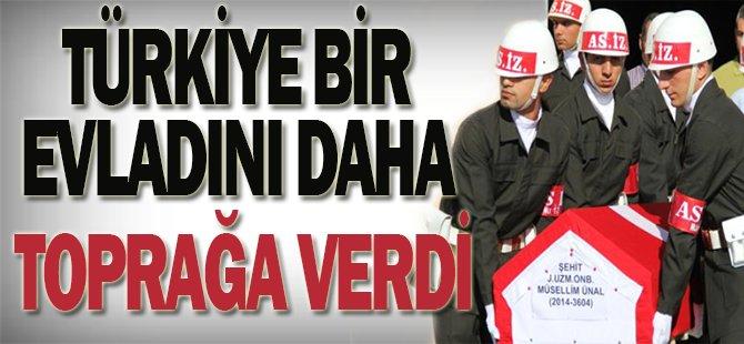 Türkiye şehidine ağlıyor