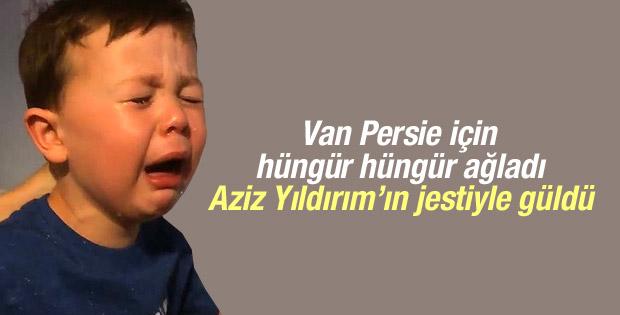 Van persie için ağlayan çoçuğa jest