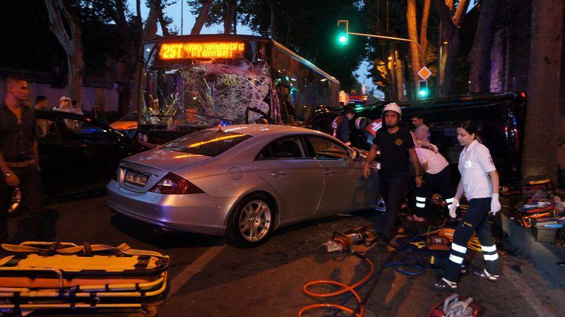 Beşiktaşta kaza 2 ölü 7 yaralı