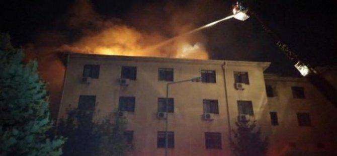 Orduevi'nin çatısı alev alev yandı